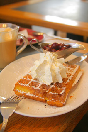 waffles-cream-cherries-2