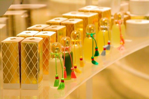 perfume-stand