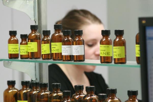 perfume-lab1